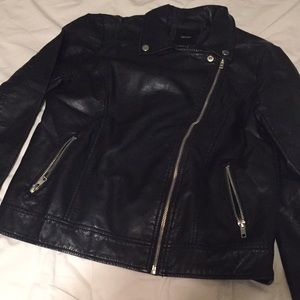 Black long sleeves leather jacket